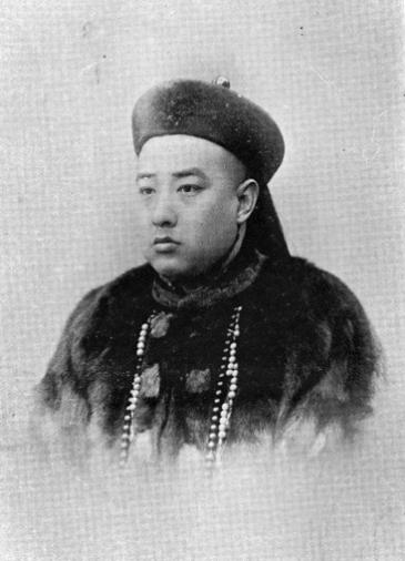 Zaizhen(载振)